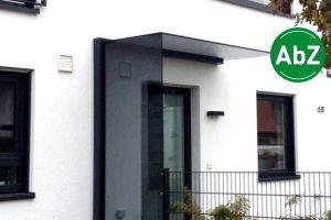 Panther Glas - Plan Vento: Vordach mit Seitenwindschutz mit AbZ